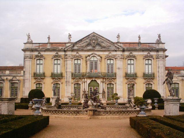 1024px-Palacio_Queluz_geral1